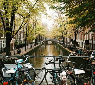 History of Amsterdam – City Center Guided Walking Tour – Private Tour in Dutch